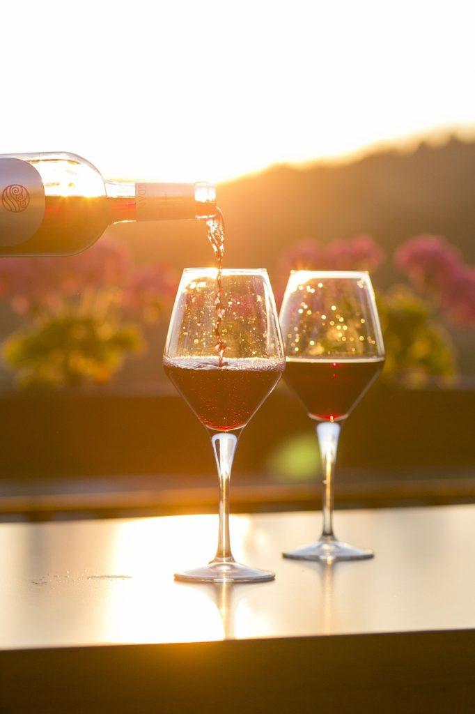 unas copa de vino para brindar a tu exito