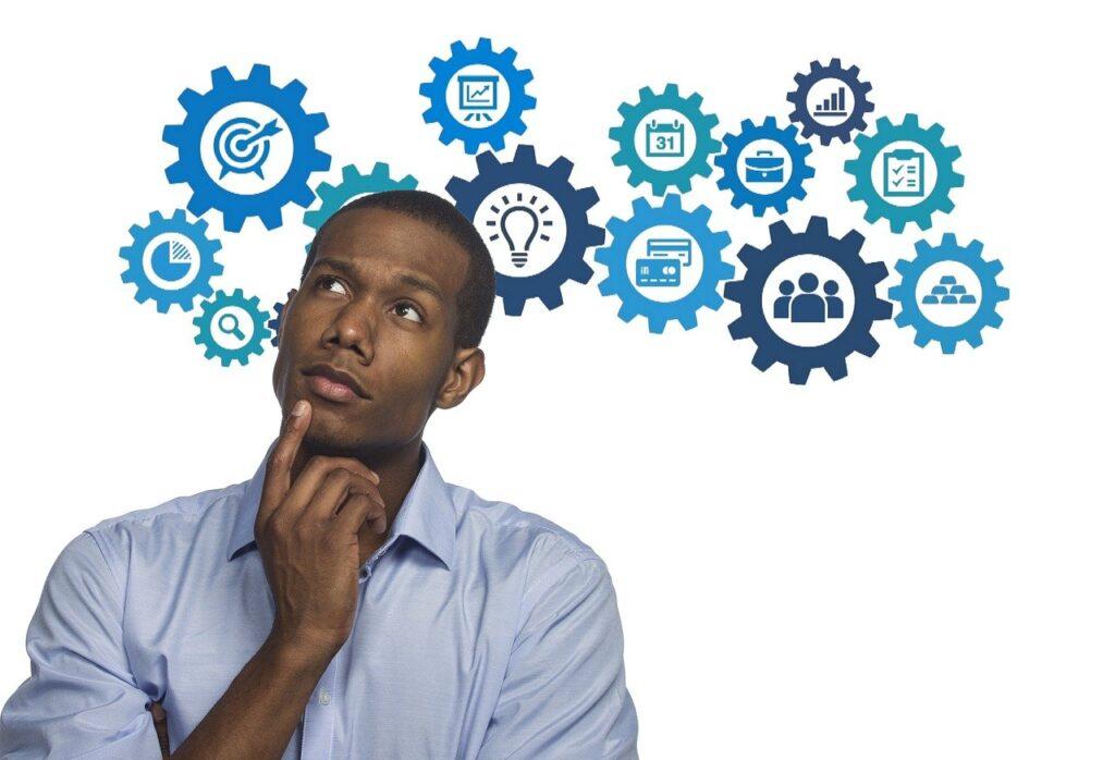empresario pensando a la atención al cliente